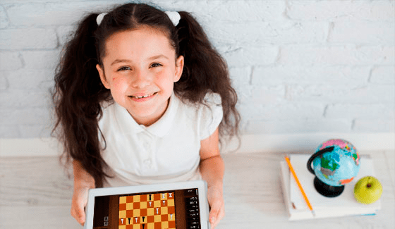 Logical thinking at online chess school for kids Fianchetto